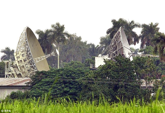 ALL...CUBA OUTHAB01 - 20011018 - HAVANA, CUBA : Satellite dishes for the Lourdes radar station, Russia's biggest covert military outpost abroad, are pictured 18 October 2001 in Cuba,  which Russian President Vladimir Putin has decided to close. Around 1,500 Russian engineers, technicians and soldiers currently observe submarine activity from the base at Lourdes, built in 1964 and costing 300 million USD a year to Russia, according to military experts.      EPA PHOTO             AFPI/STR/pp/gd...POL...ESPIONAGE & INTELLIGENCE...HAVANA...CUBA