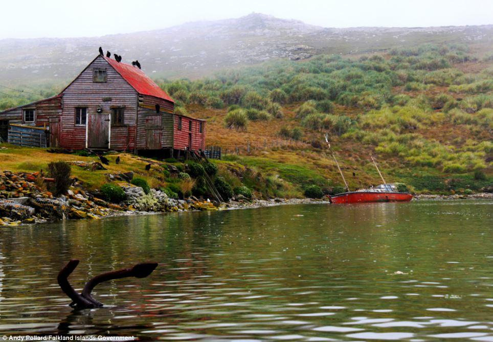 """Andy Pollard, um dos fotógrafos amadores cujas fotos fazem parte da exposição (acima), disse: """"Estou muito contente que minhas fotografias foram escolhidas para fazer parte desta exposição.  A qualidade das imagens reflete a beleza natural das ilhas, o que eu tenho orgulho de chamar minha casa '"""