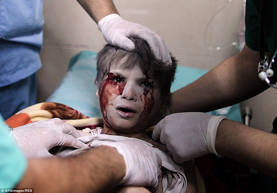 At least 20 Palestinians have been killed by Israeli shelling in a Gaza neighbourhood, where bodies were strewn in the street and thousands fled toward the hospital packed with wounded civilians