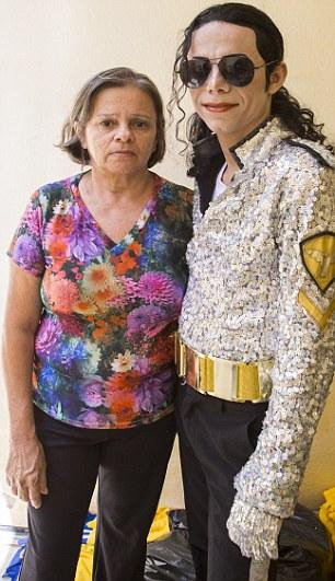 A tia de Gleidson Maria Doriane Bastos de Souza, se preocupa com o imitador, dizendo que ele é 'obcecado'