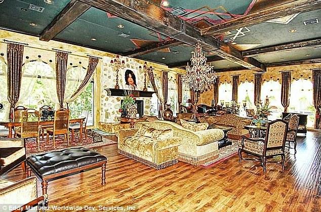 Opulento: A propriedade de estilo mediterrânico espanhol possui sete quartos e 12 banheiros