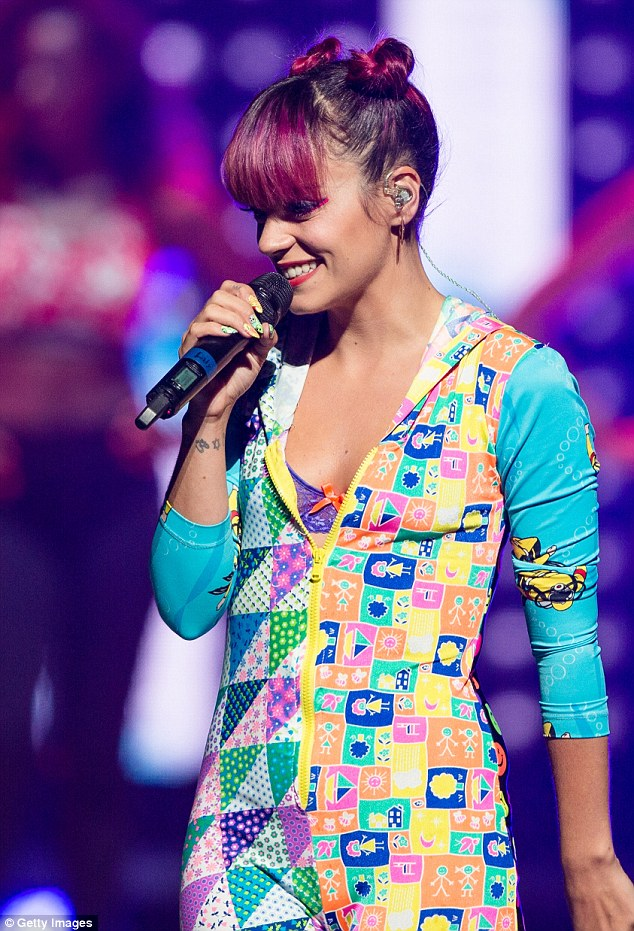 Lily Allen Opens Miley Cyrus Bangerz Tour In Pittsburgh