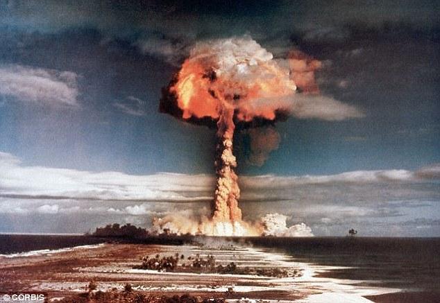 Os cientistas estão preocupados com pulsos eletromagnéticos produzidos deliberadamente (EMPs) por armas nucleares, ou os chamados e-armas.  Estes podem causar apagões generalizados e persistentes e danos ao equipamento