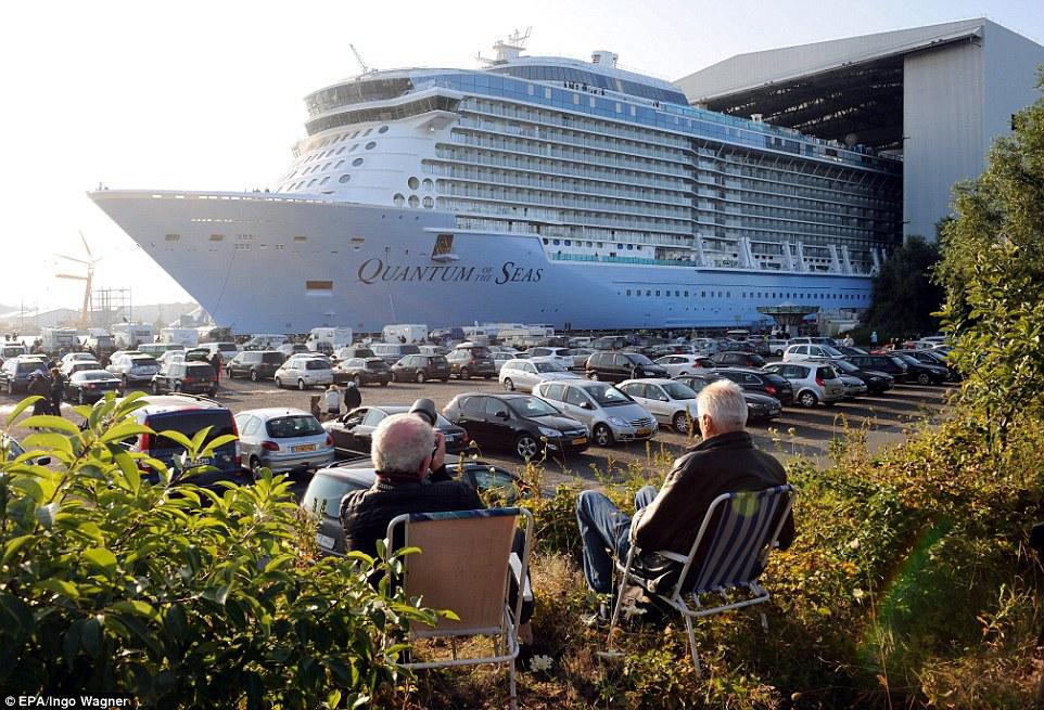 Uma visão bastante: Viagem inaugural: Quantum of the Seas partiu de Southampton no dia 2 de novembro e cabeça através do Oceano Atlântico a uma porta perto de Nova Iorque