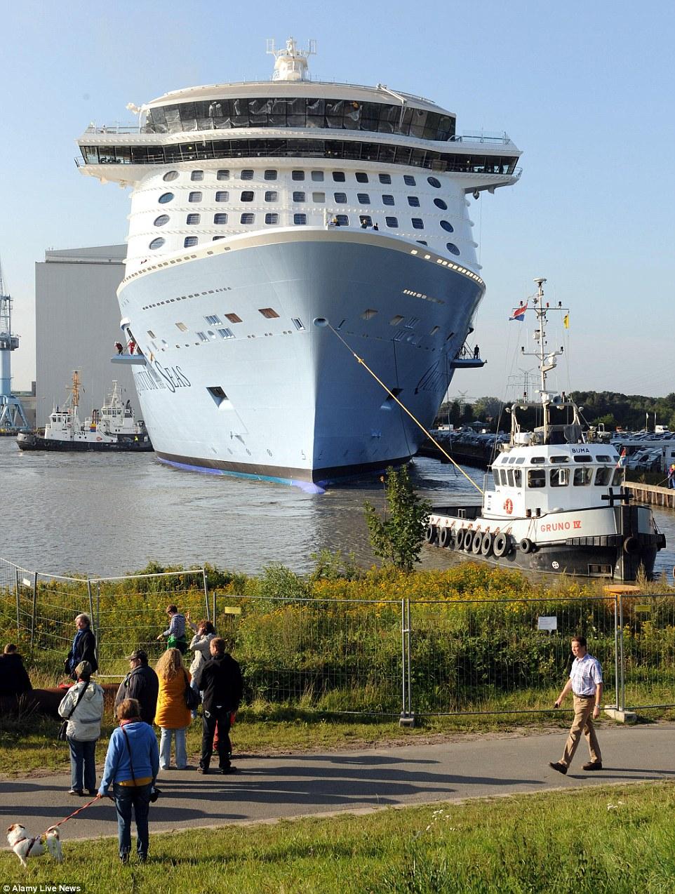 O forro de oceano gigante vai navegar a partir do Cruise Port Cape Liberty, em Bayonne, New Jersey para o Caribe durante a temporada 2014-15, antes de se deslocar para a China