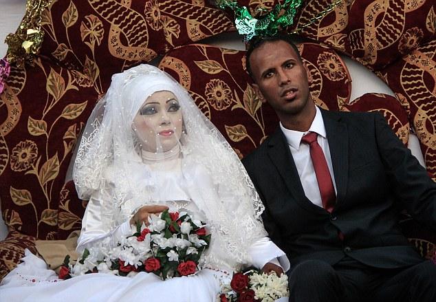 """«Si quelqu'un me dit que je serais marier dans ces conditions, je ne l'aurais pas cru une seconde!""""  dit Heba, alors qu'elle était assise dans le salon dans la ville de Gaza"""