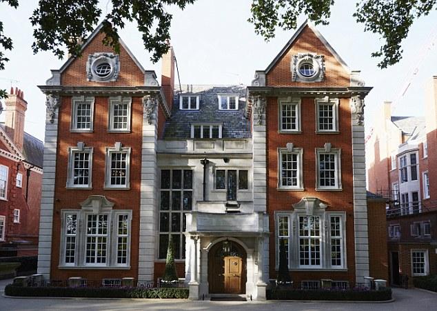 Grade II * maison -listed de Tamara est la rue la plus chère de Londres, Kensington Palace Gardens, où ses voisins sont des ambassadeurs et juste en face du duc et de la duchesse de Cambridge