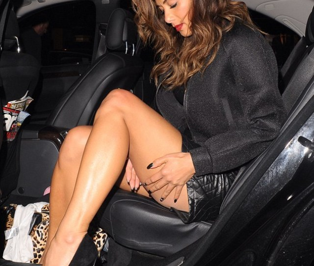 Nicole Scherzinger Gracefully Exits Her Car As She
