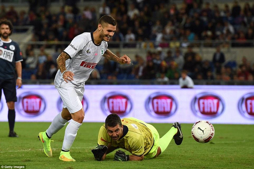 Tres y fácil: el Inter de Milán el delantero Mauro Icardi anotó tres goles para establecer Pupi en camino a una victoria 6-3