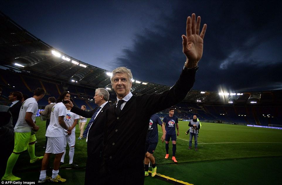 ¿No deberías estar en otro lugar?  Las cejas se elevaron cuando Arsene Wenger optó por gestionar uno de los lados en la fecha límite de transferencia