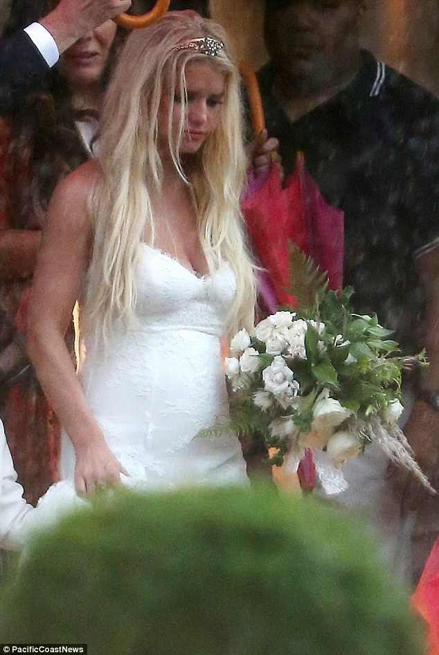 Ashlee Simpson Dons Lacy Gown To Marry Evan Ross Daily
