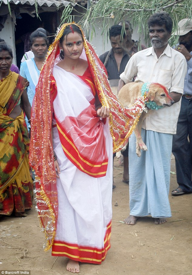 The big day: Mangli Munda poses with her father, Sri Amnmunda, and her stray dog husband