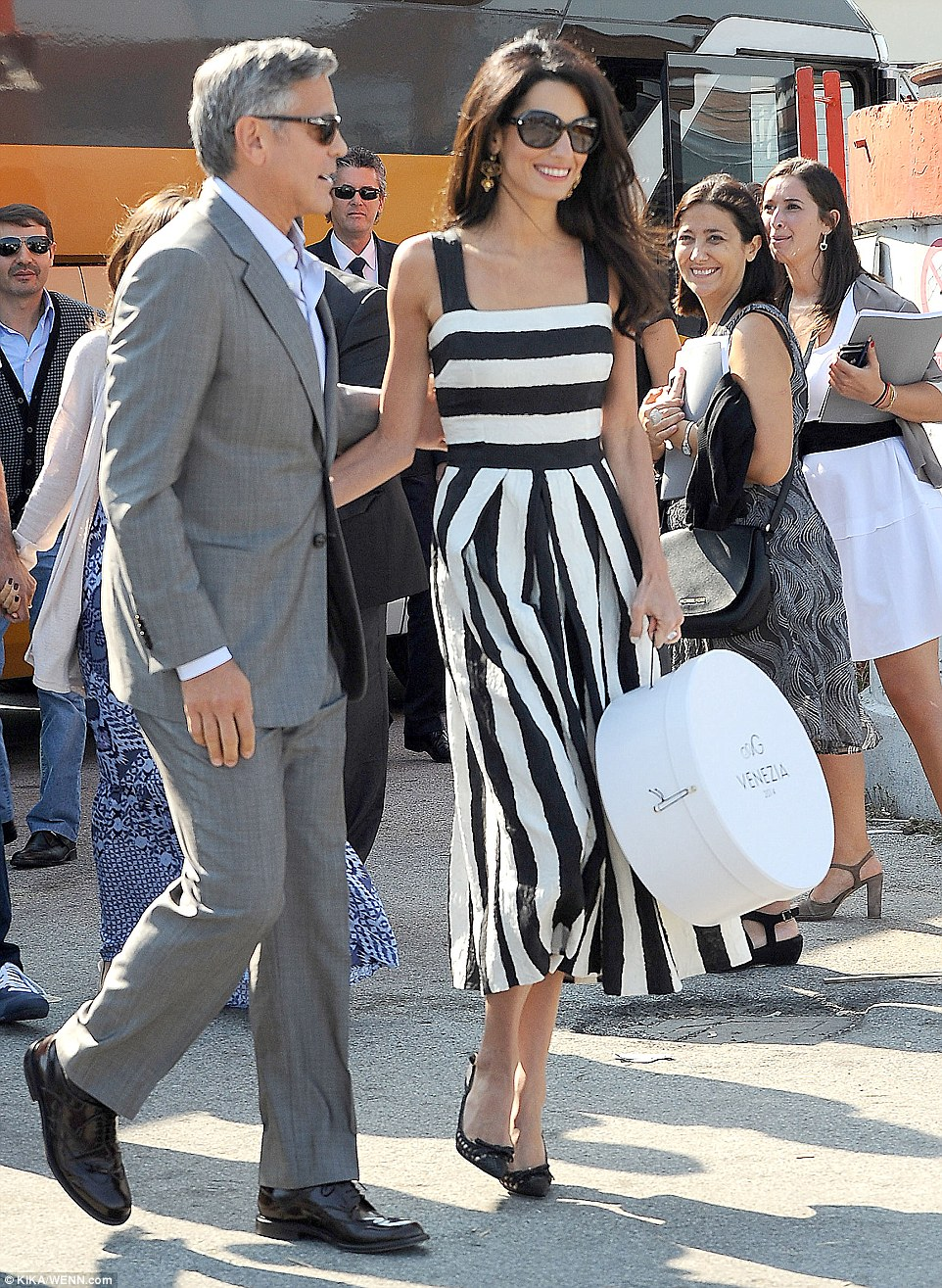Elegant: Amal channelled vintage Hollywood glamour in a retro monochrome dress with dainty black heels and a co-ordinating hat box