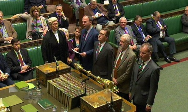 Parliament backs air strikes against ISIS by 534 to 43 ...