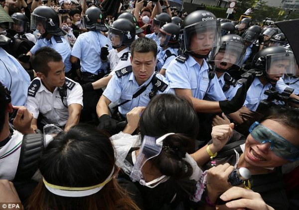 Hong Kong protesters attacked by shop owners as they are ...