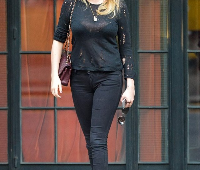 Kate Upton Was Seen In Soho New York On Wednesday Showing Off Her Ample
