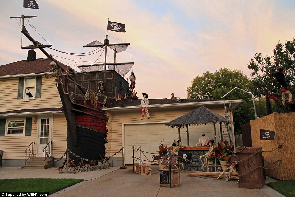Situated in Lorain, Ohio, the Halloween scene consists of a lifelike, two-story shipwreck crashing through the back between the house and the garage