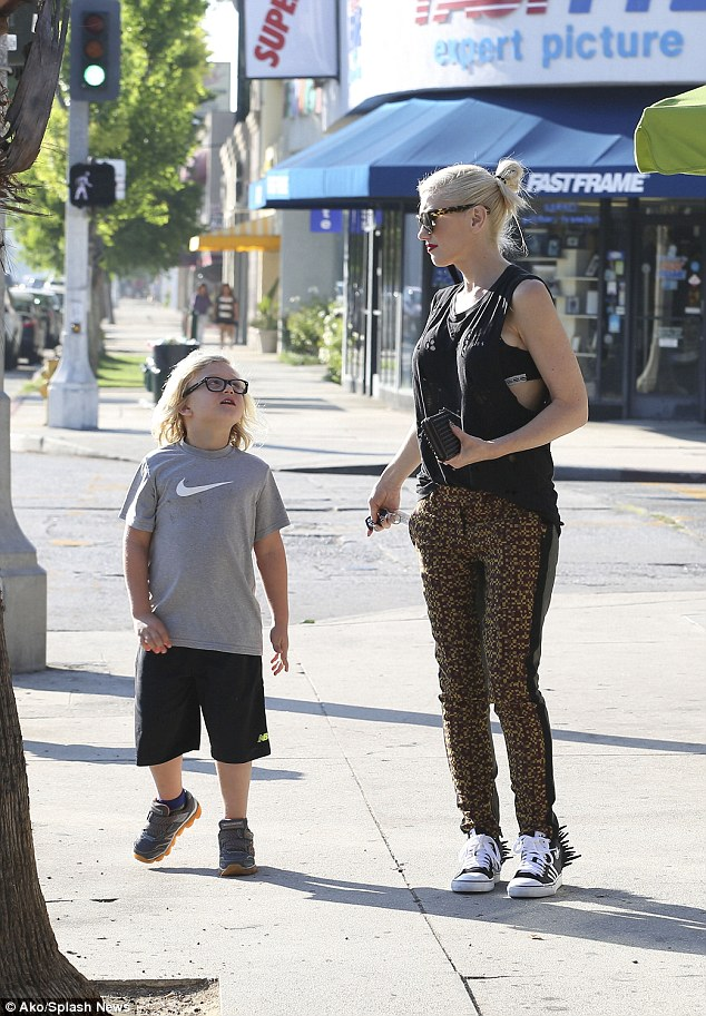 Gwen Stefani Takes Kingston Zuma And Apollo For Frozen