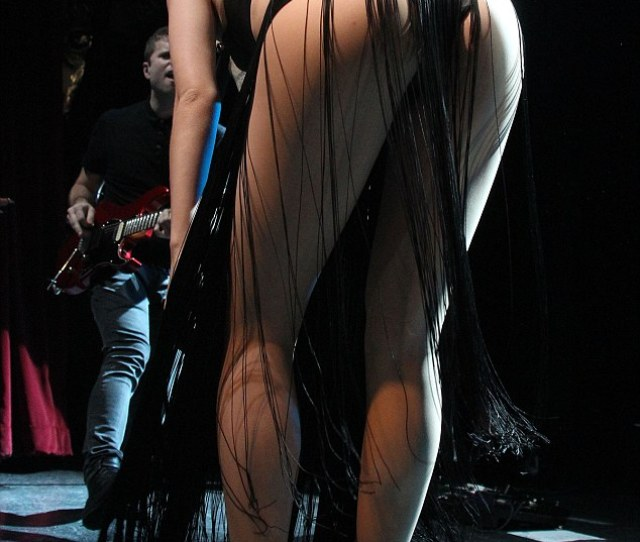Giving Beyonce A Run For Her Money The Affable Brit Showed Off Her Pert Posterior