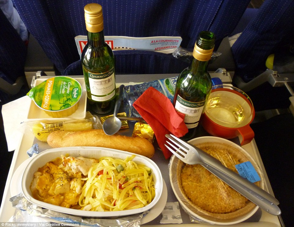 This Air France economy meal is yet another variation of chicken and pasta, served with a bread roll for a double carb hit. There is also what appears to be a tart for dessert