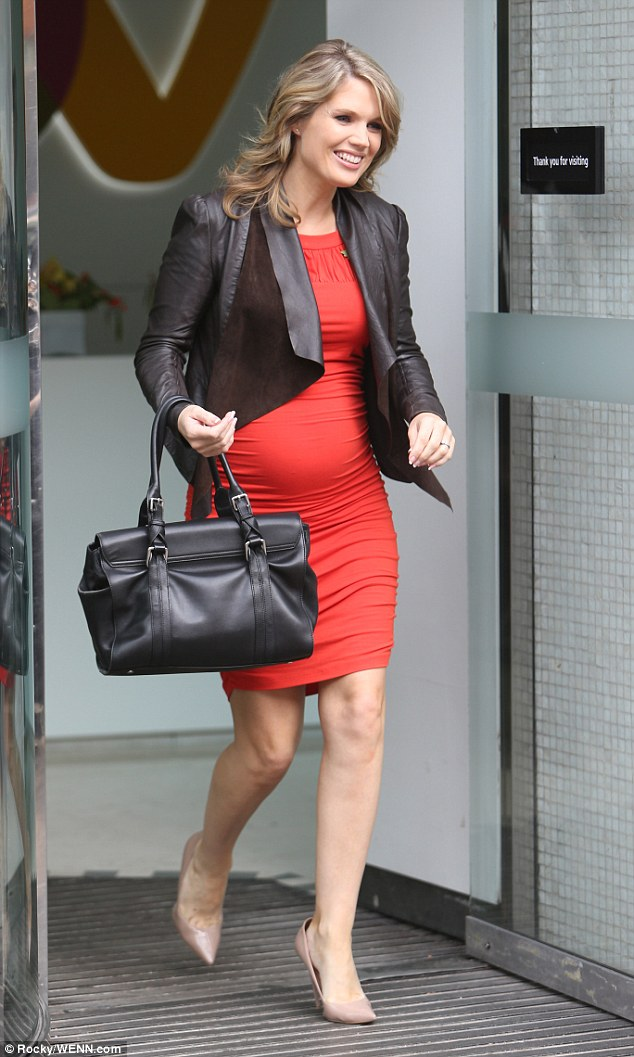 db291585a2c0 Pregnant Liv Tyler Shows Off Baby Bump As She Wears Quirky Free ...