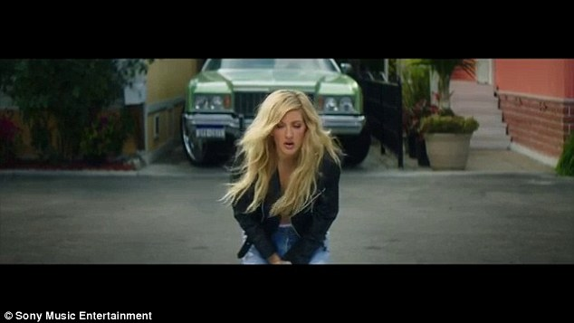 Ellie Goulding Shows Off Her Abs In Video For New Calvin
