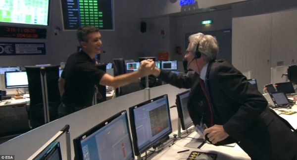 Can Philae hold on? Fears for comet mission as controllers ...