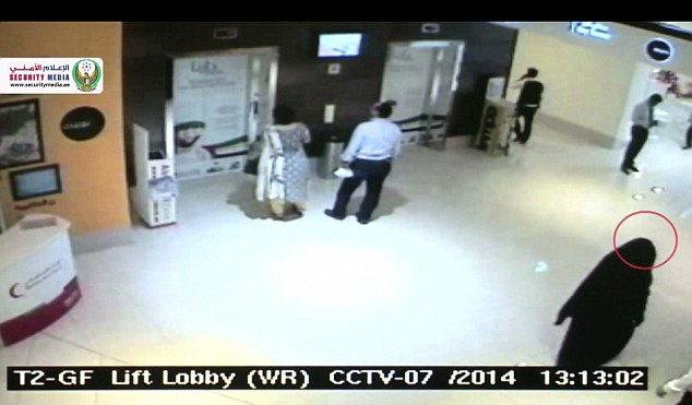 Asking directions? The suspect approaches a security guard after getting out of the elevator