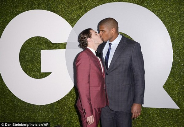 Gay NFL player Michael Sam kisses boyfriend as he wins GQ ...