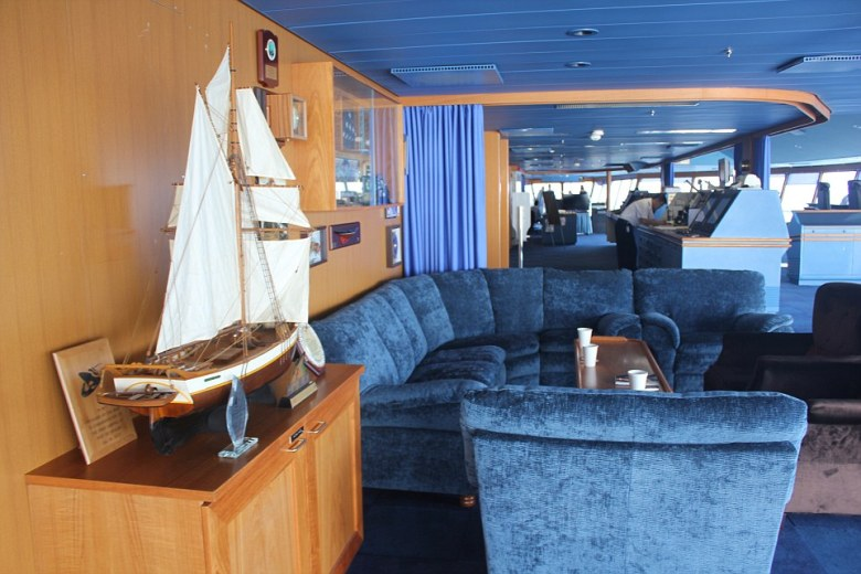 The bridge has a classic old school feel with an apt yet simple colour scheme of sea blue carpet, ceilings, lounges and curtains