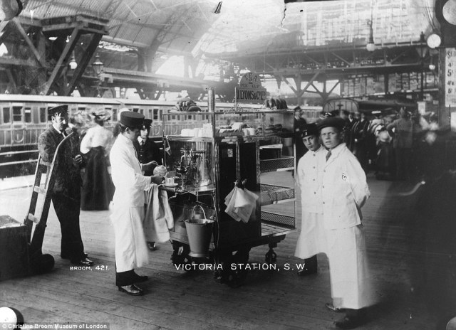 Mrs Broom aimed to capture images of London life, such as the iconic J Lyons tea stall serving customers at Victoria station, London in 1905