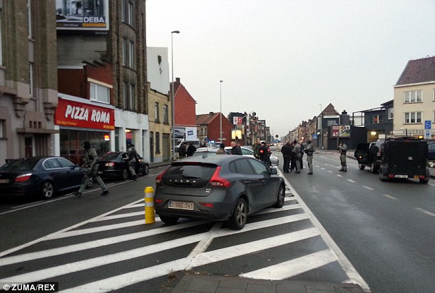 Jefe de policía de Gante Filip Rasschaert dijo De Standaard que las autoridades federales estaban tomando el control de la situación