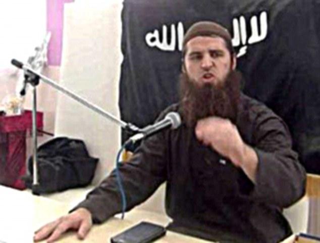 Un predicador islámico de Bosnia que vive en Viena, Mirsad O., conocido por el nombre islámico de 'Ebu Tejma', fue presuntamente responsable de la radicalización de las dos niñas