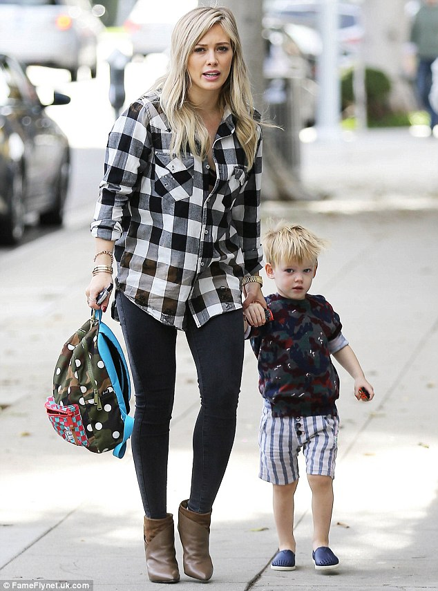 Hilary Duff Leaves Cookies For Santa On A Cute Plate Luca