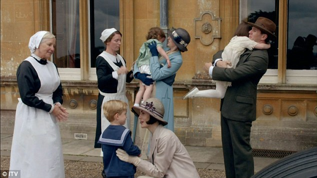 Way to keep a secret Edith! Seems like everyone knows who Marigold's mother his.. except for Lady Mary