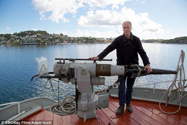 Adam Nicolson, văzut aici în timpul serii său BBC despre istoria de vânătoare de balene britanic, citiți primul Odiseea lui Homer în timp ce de așteptare pentru reparații pe iahtul său și crede că Ulise este o