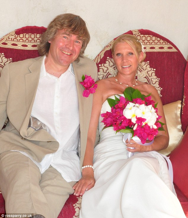 Tribute: Sue's husband Dave, pictured together on their wedding day in 2011, said his 'beautiful and brilliant' wife was driven to despair by her lack of sleep