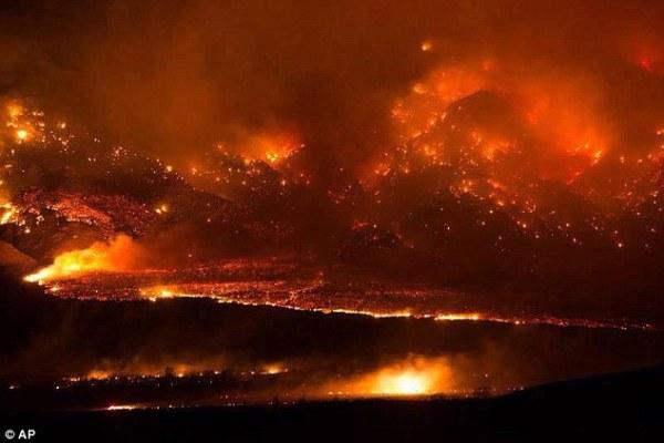 Wildfire destroys 40 homes near California-Nevada border ...