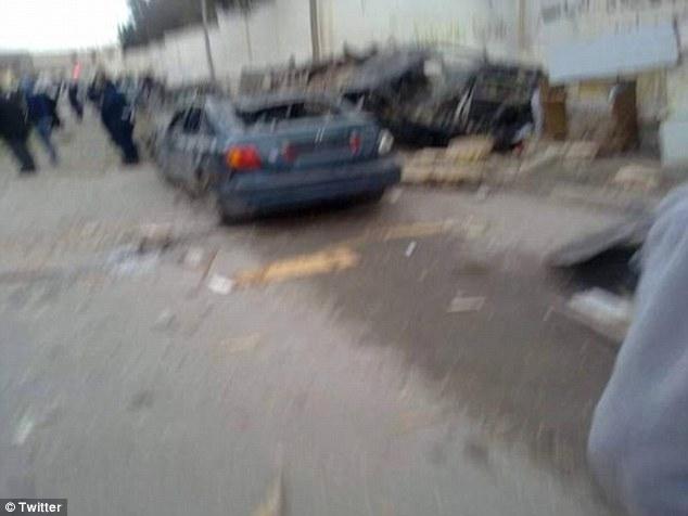 Daño: Imágenes, según informes de la demostración suelo coches y la construcción han sido destruidos