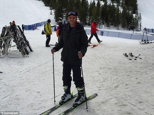 Publicista Cheban muestra su esquiando en las pistas durante el viaje celebrando su cumpleaños