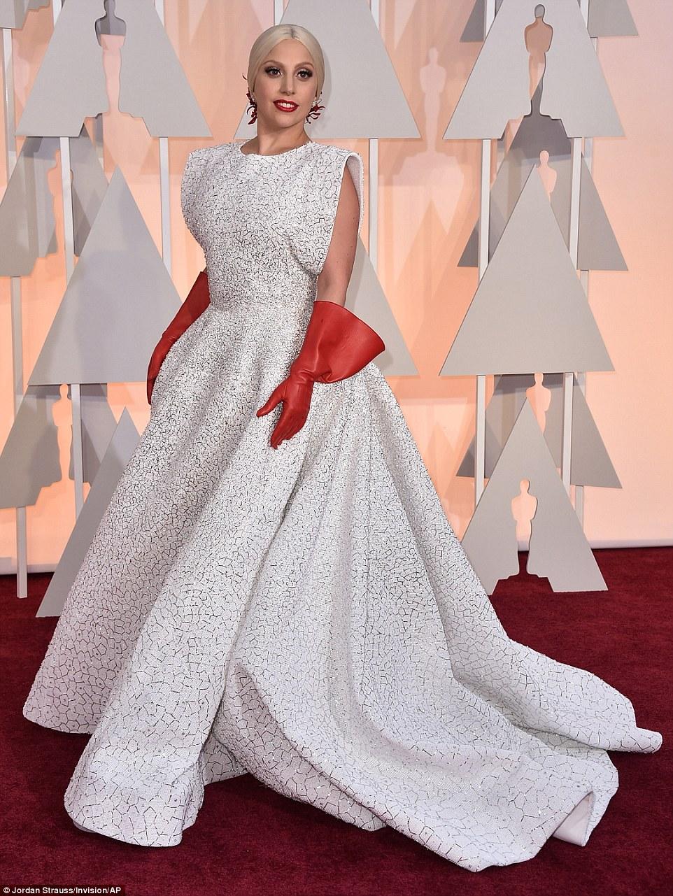https://i1.wp.com/i.dailymail.co.uk/i/pix/2015/02/23/25F7F21600000578-2964465-Lady_Gaga_wears_three_custom_made_Azzedine_Ala_a_pieces_his_firs-a-5_1424674282991.jpg