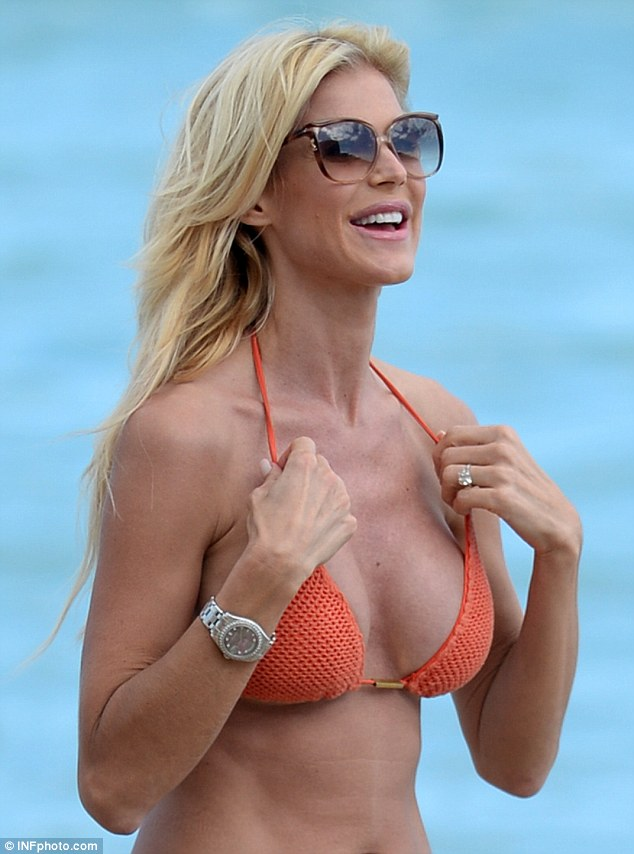 The 40-year-old's undeniably toned body and ample cleavage were on full display as she hit the beach