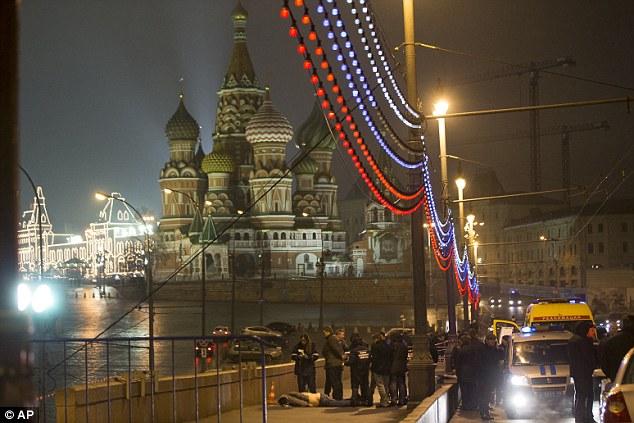 Líder político de la oposición de Rusia, el ex viceprimer ministro Boris Nemtsov, fue muerto a tiros en un puente en el centro de Moscú esta tarde.  Estaba previsto que participar en una gran manifestación el domingo