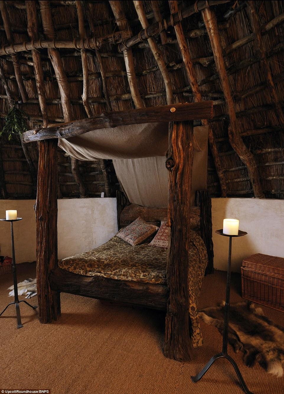Blottir! La cabane n'a pas d'électricité, et repose sur un feu de cheminée en pierre pour la chaleur et la cuisine. La nourriture est disponible à l'arrivée, sur demande, et des bougies sont proposés pour les lumières