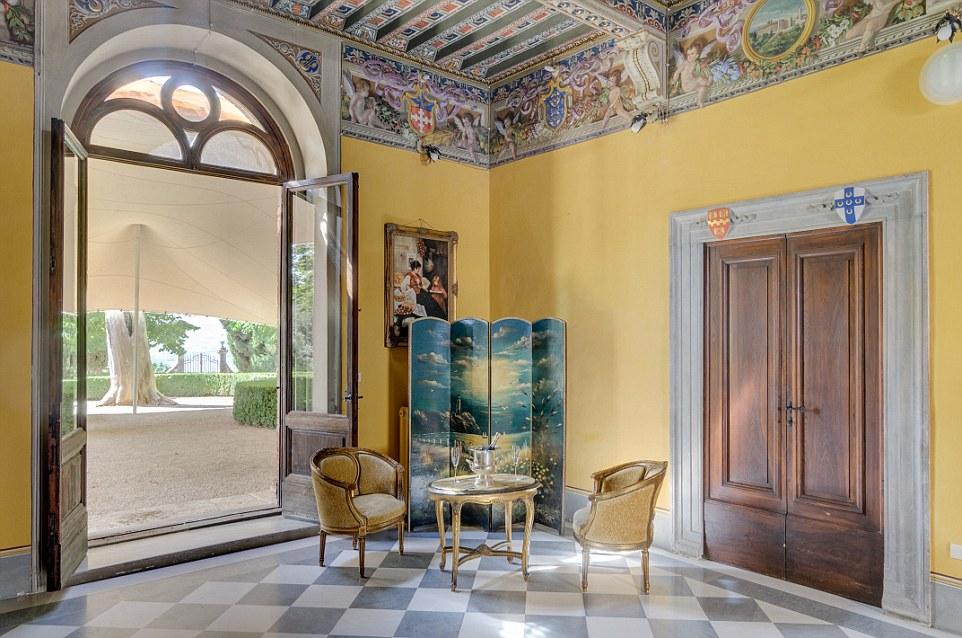 La famiglia Piccolomini si pensa di aver vissuto nel castello intermittenza dal 15 ° secolo e due dei più importanti membri della famiglia, Enea Silvio Piccolomini e Francesco Piccolomini continuato a diventare papi Pio II e III