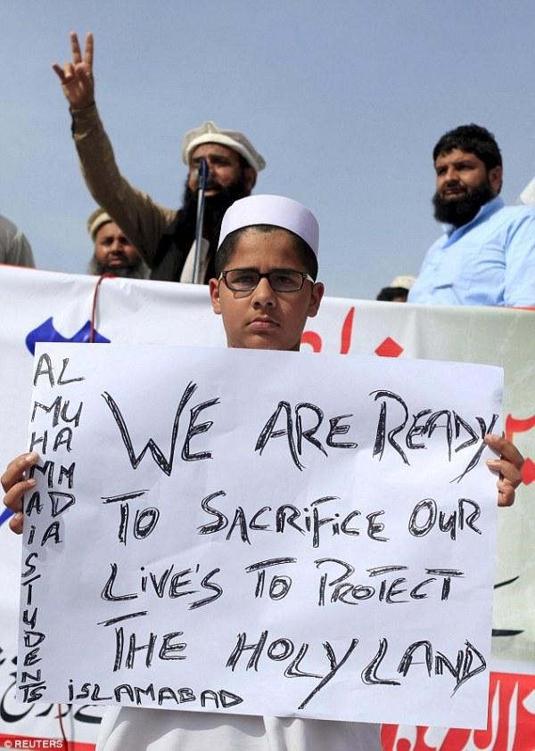 Yemen conflict risks 'proxy war' between Saudi Arabia and ...