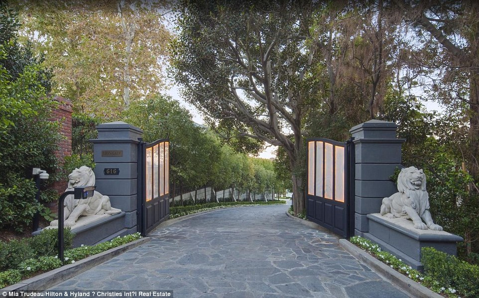 Historic 46M Hollywood Home Sells As Part Of Turn Key