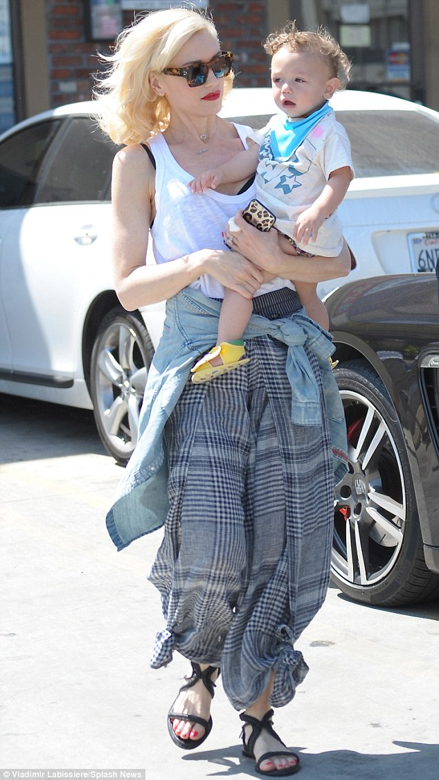Gwen Stefani Goes For Genie Chic As She Heads To Acupuncture With Son Apollo Daily Mail Online
