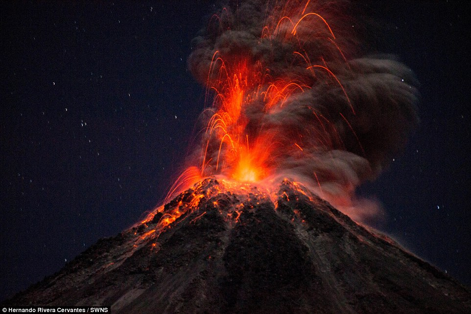 https://i1.wp.com/i.dailymail.co.uk/i/pix/2015/04/02/11/27377ACF00000578-3022885-The_Colima_volcano_is_regarded_as_one_of_the_most_dangerous_in_M-a-2_1427970366256.jpg