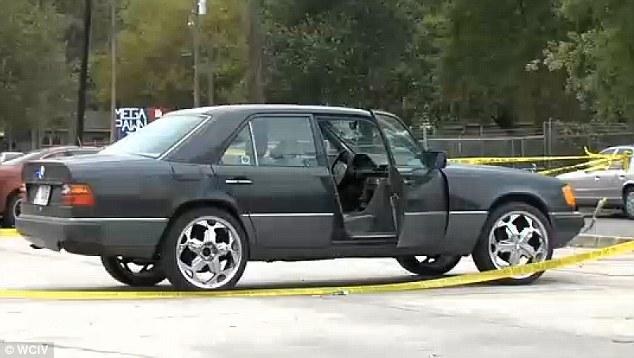 Detuvo: El Mercedes de Scott estaba conduciendo cuando fue detenido aparentemente por una luz trasera quemada